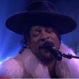 """D'Angelo faz homenagem a Prince em versão de """"Sometimes It Snows In April"""""""